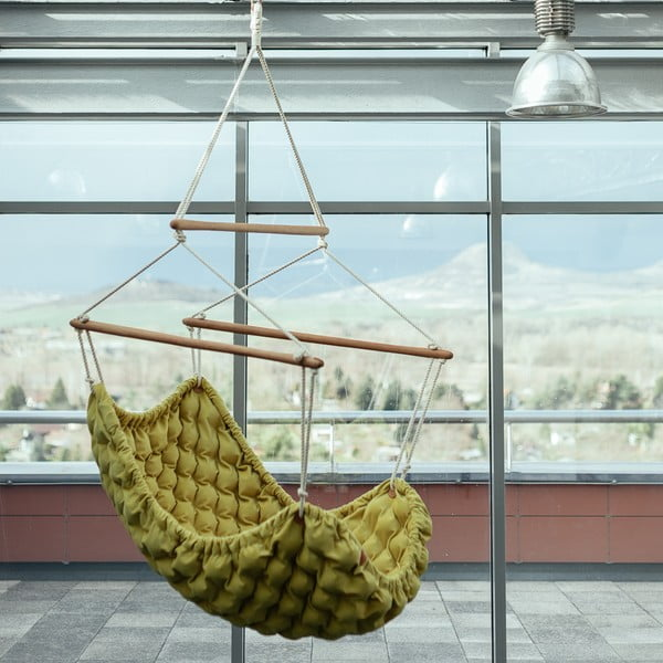 Tmavě béžové interiérové houpací křeslo Linda Vrňáková Swingy In