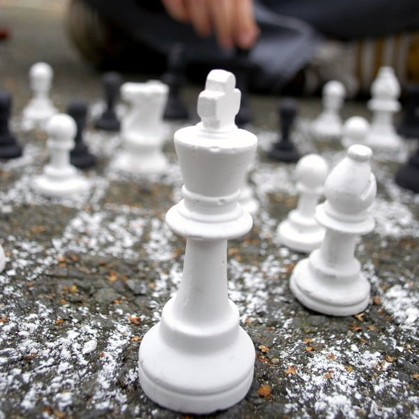 Křídové šachy Suck UK Chalk Chess