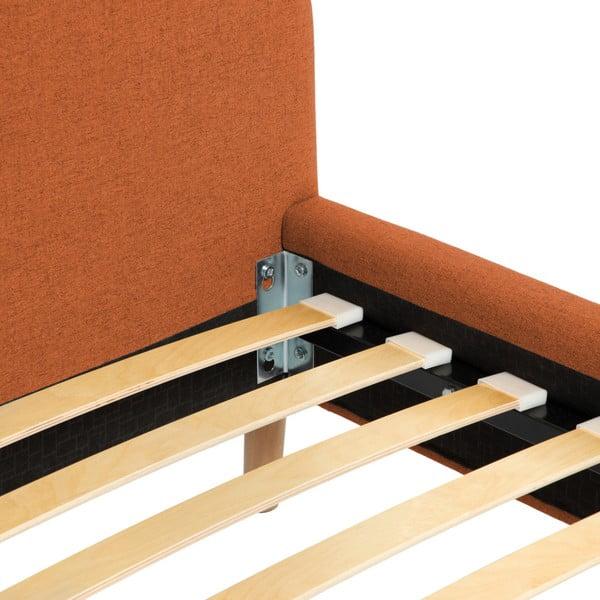 Oranžová dvoulůžková postel s dřevěnými nohami Vivonita Mae, 140 x 200 cm