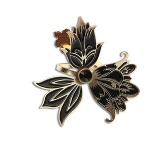 Prsten od Petry Toth Kvítka, černý