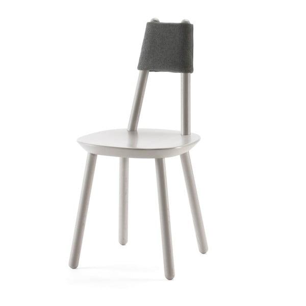 Szare krzesło z litego drewna EMKO Naïve
