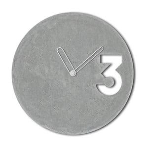 Betonové hodiny s ohraničenými bílými ručičkami od Jakuba Velínského