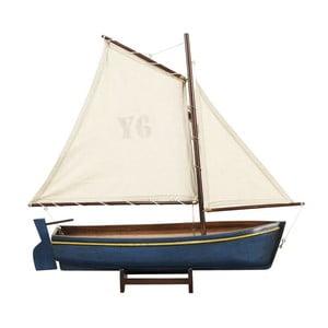 Model lodi Madeira Y6, modrá