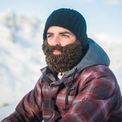 Černá čepice s odepínatelným hnědým plnovousem Beardo Original Thick