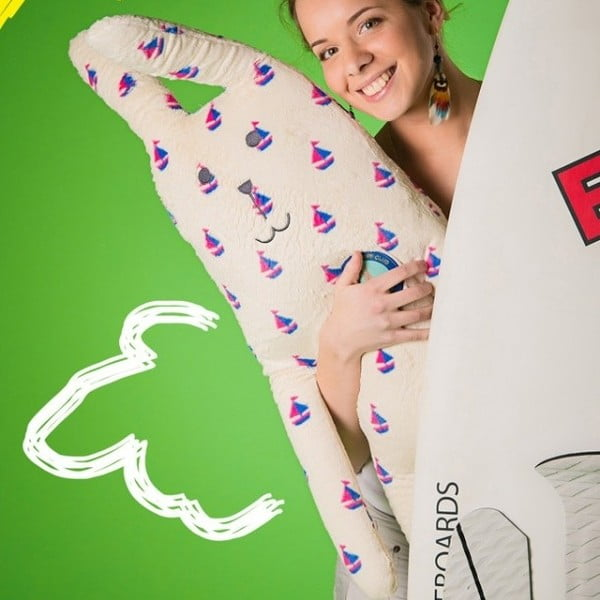 Plyšák Craftholic Surf Rab, velikost L (111x40 cm)