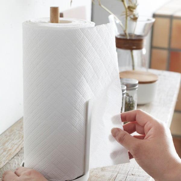 Bílý stojánek na roli papírových utěrek s detailem z bukového dřeva YAMAZAKI Tosca