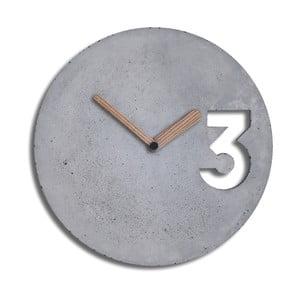 Betonové hodiny s plnými ručičkami ze dřeva od Jakuba Velínského