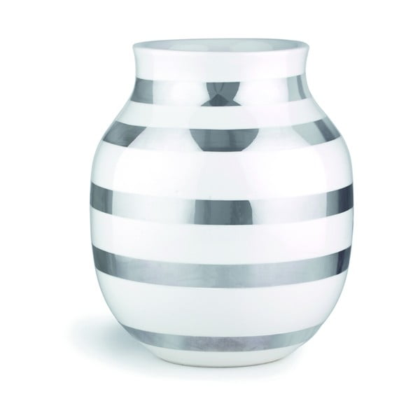 Bílá kameninová váza s detaily ve stříbrné barvě Kähler Design Omaggio, výška 20 cm