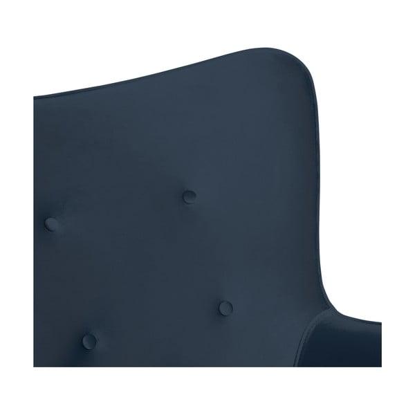 Tmavě modré křeslo a podnožka s podnoží v přírodní barvě Vivonita Cora Velvet