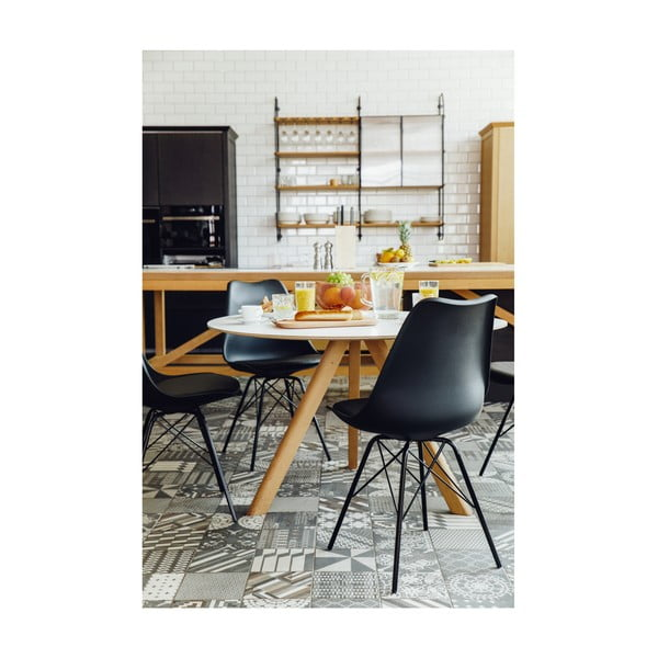 Černá židle s černým podnožím z kovu loomi.design Eco
