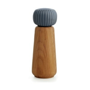 Mlýnek z dubového dřeva na koření s antracitovým detailem z porcelánu Kähler Design Hammershoi, výška 17,5 cm