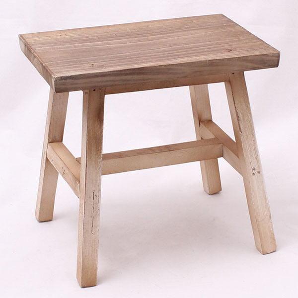 Dřevěná stolička, světlá