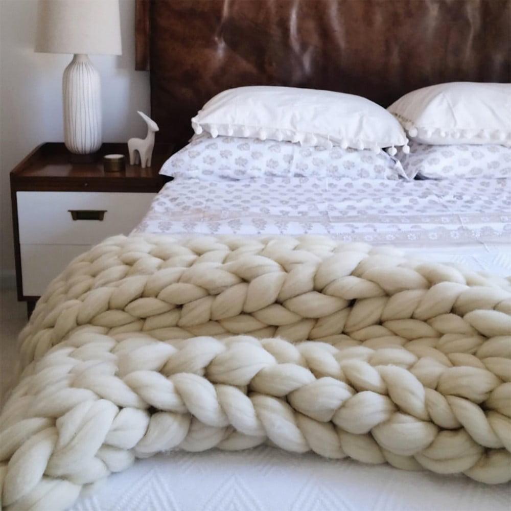 Béžová ručně pletená deka z merino vlny Concepttual Chunky, 125 x 130 cm