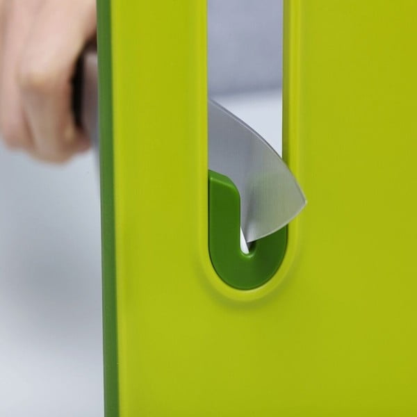 Zelené prkénko s integrovaným brouskem Joseph Joseph Slice&Sharpen, délka30cm
