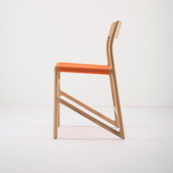 Jídelní židle z masivního dubového dřeva s oranžovým sedákem Gazzda Fawn
