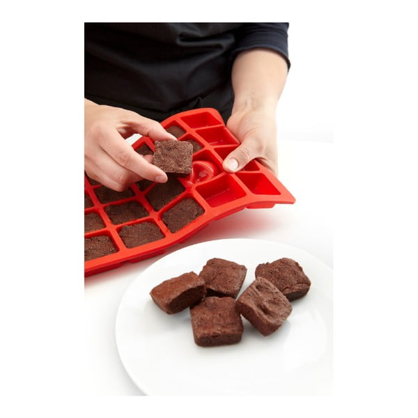 Červená silikonová forma na brownie Lékué