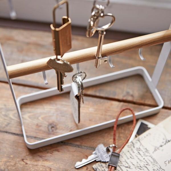 Bílý stolní věšák na klíče s detailem z bukového dřeva YAMAZAKI Tosca