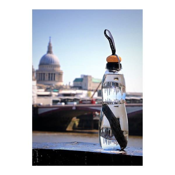 Fialová skleněná filtrační láhev s neoprénovým obalem a binchotanem Black+Blum Pure, 600 ml