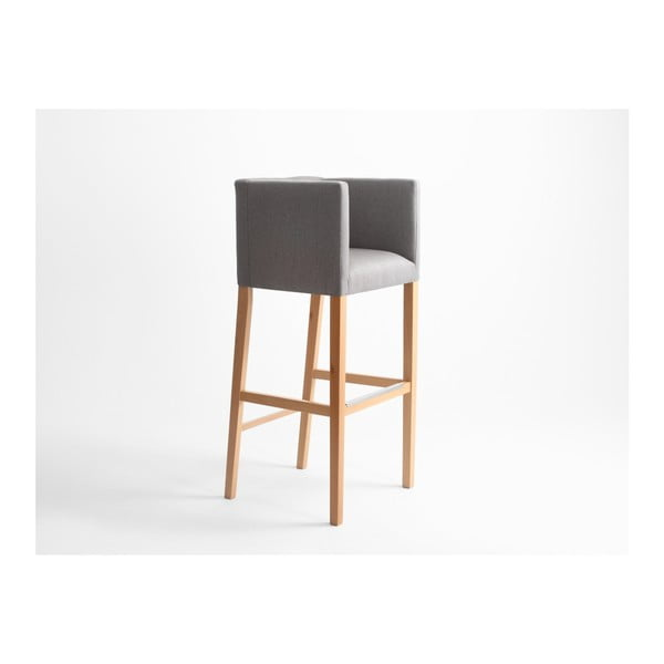 Šedá barová židle s područkami a přírodními nohami Custom Form Wilton