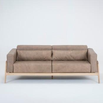 Canapea cu trei locuri din piele de bivol cu structură din lemn masiv de stejar Gazzda Fawn maro deschis