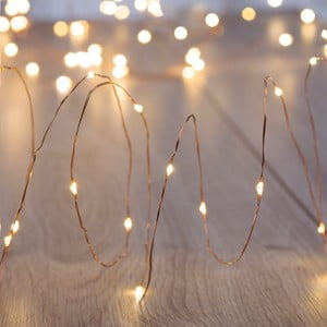 Světelný LED řetez ve stříbrné barvě DecoKing Simple, délka10,2m