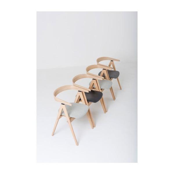 Jídelní židle z masivního dubového dřeva s černým sedákem z buvolí kůže Gazzda Ava