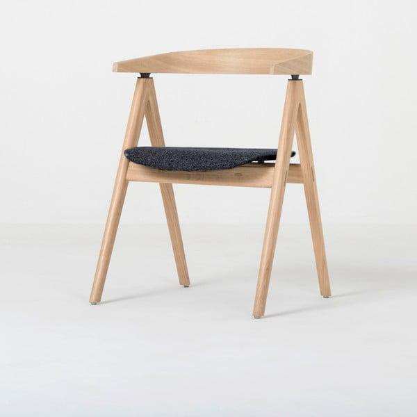 Jídelní židle z masivního dubového dřeva s tmavě šedým sedákem Gazzda Ava