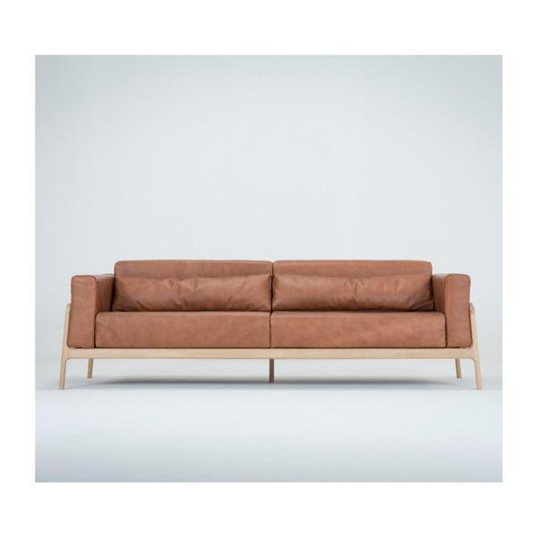 Fawn világosbarna négyszemélyes kanapé bivalybőrből, tömör tölgyfa szerkezettel - Gazzda