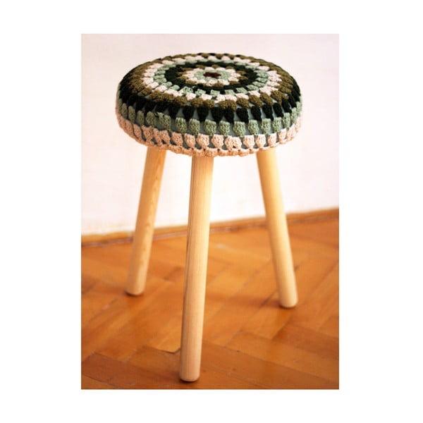 Háčkovaná tříbarevná židlička, světlé nohy