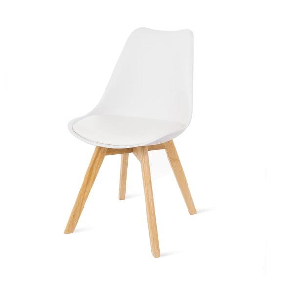 Bílá židle s bukovými nohami loomi.design Retro