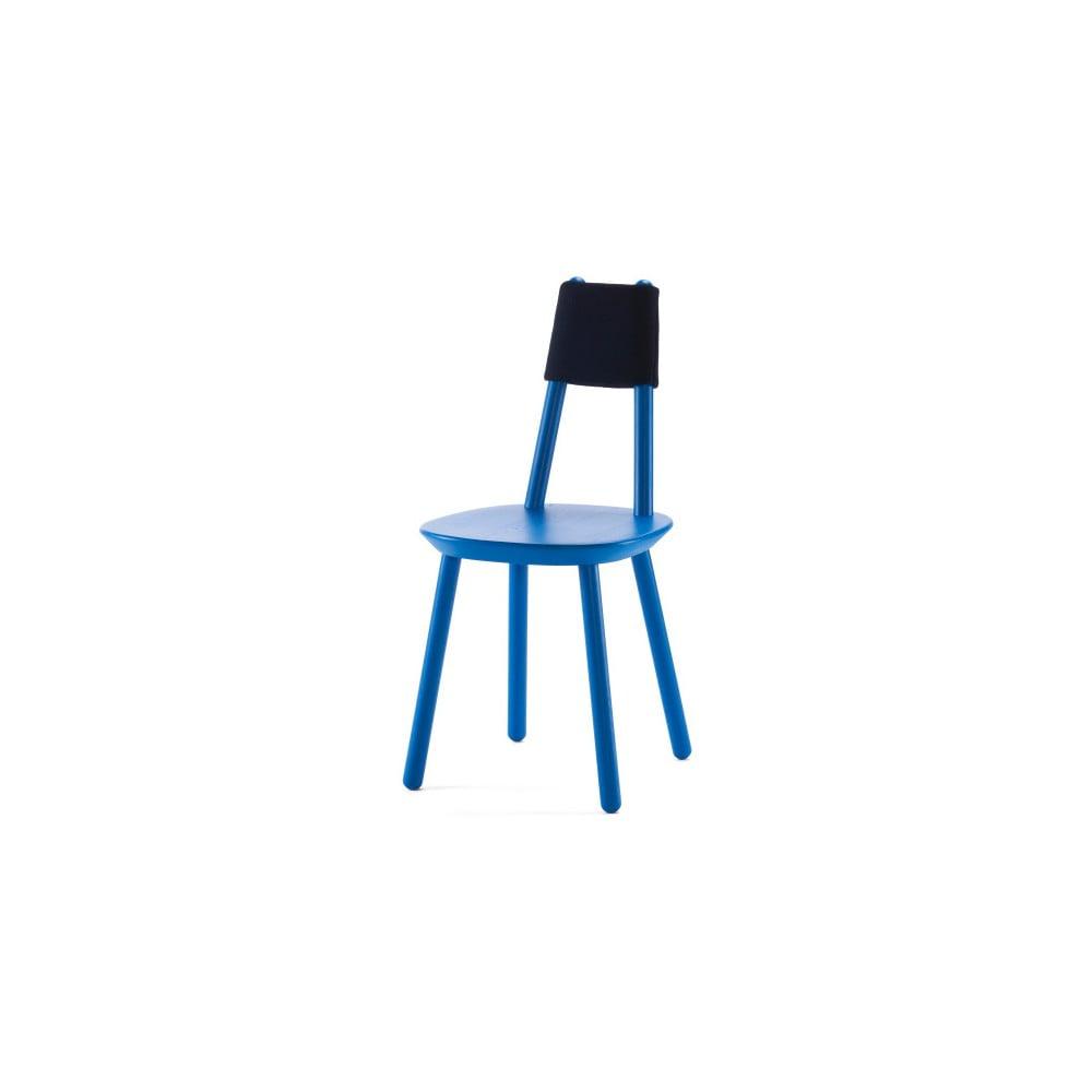 Modrá židle z masivu Emko Naïve