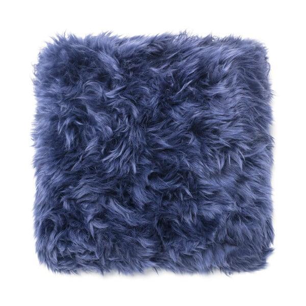 Tmavě modrý polštář z ovčí kožešiny Royal Dream Sheepskin, 45x45cm