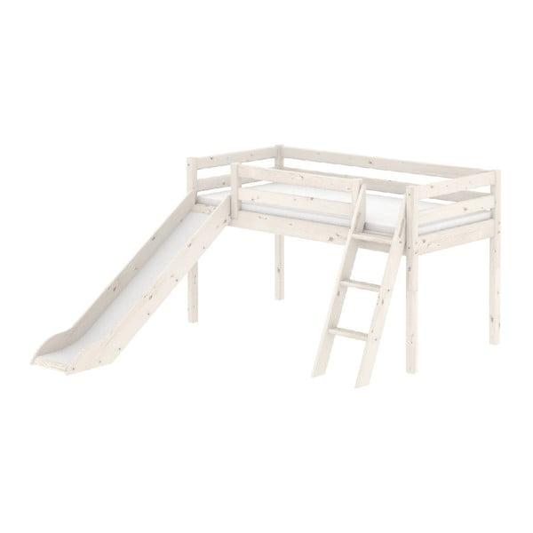 Bílá středně vysoká dětská postel z borovicového dřeva se skluzavkou a žebříkem Flexa Classic, 90x200cm
