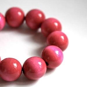 Růžový dřevěný náramek Ko–ra–le Bubbles