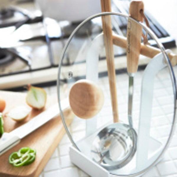 Bílý stojánek na pokličku a vařečku Yamazaki Tosca