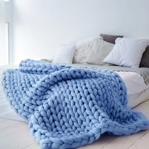 Modrá ručně pletená deka z merino vlny Concepttual Chunky, 125x130cm