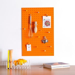 Oranžová multifunkční nástěnka Pegboard Medium, 61x81cm