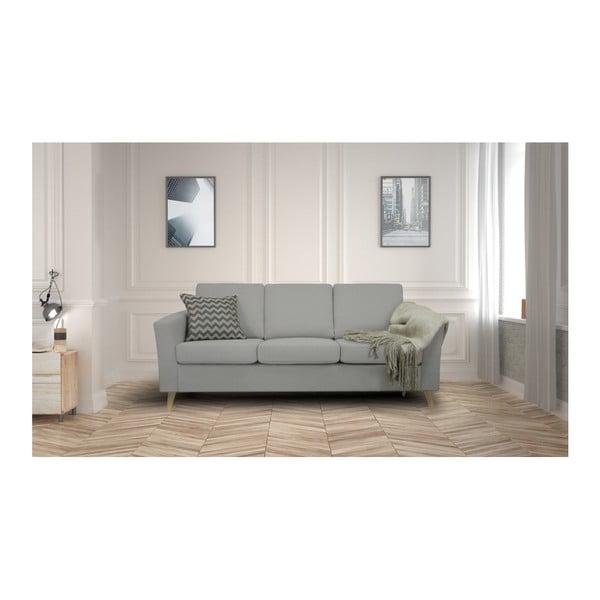Světle šedá trojmístná pohovka s přírodními nohami Helga Interiors Alex