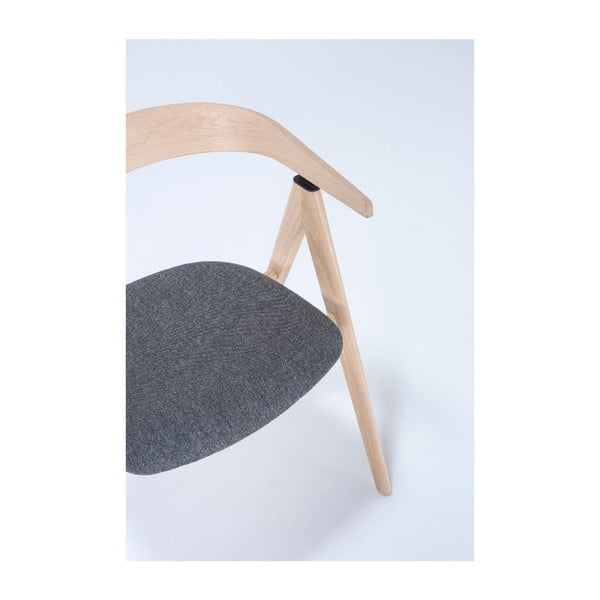 Lavice z dubového dřeva s šedým sedákem Gazzda Ava
