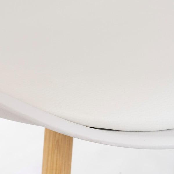 Bílá židle s dubovými nohami loomi.design