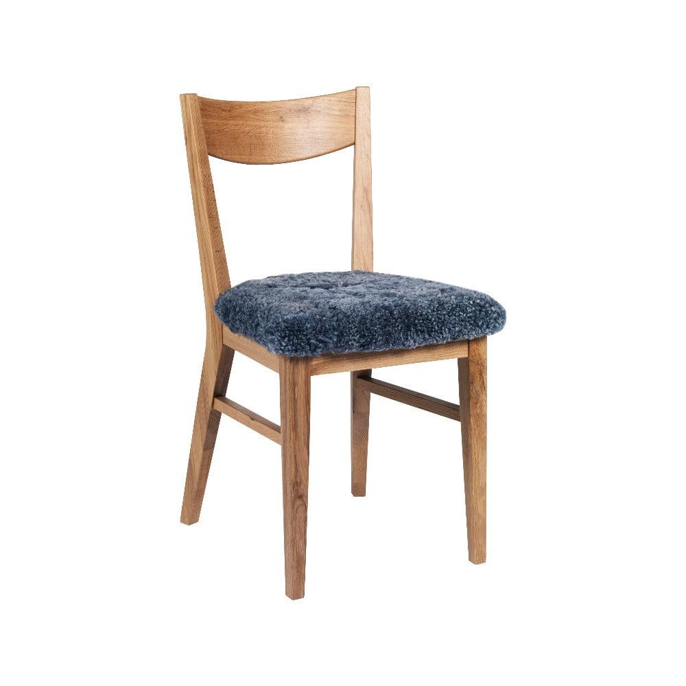 Hnědá dubová jídelní židle s podsedákem z šedé ovčí kůže Folke Dylan
