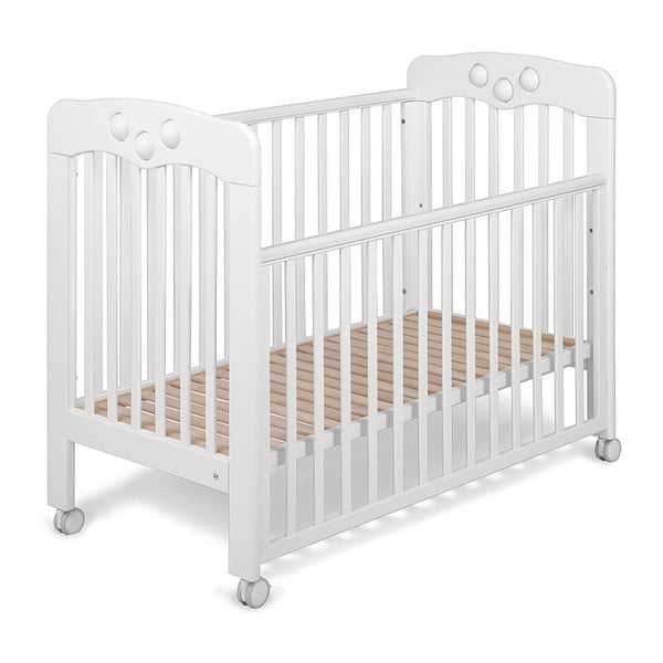 Białe łóżeczko dziecięce na kółeczkach z wbudowaną zabawką YappyKids Play, 120x60 cm
