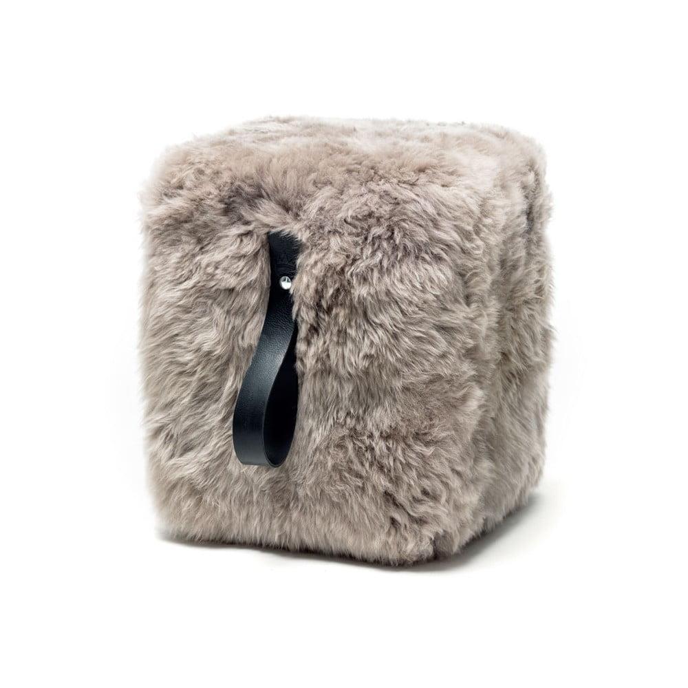Světle šedý hranatý puf z ovčí kožešiny s černým detailem Royal Dream, 45x45cm