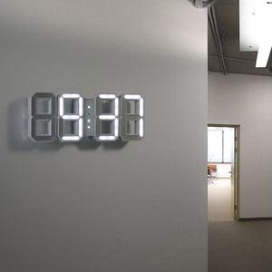 Bílé LED hodiny od Vadima Kibardina