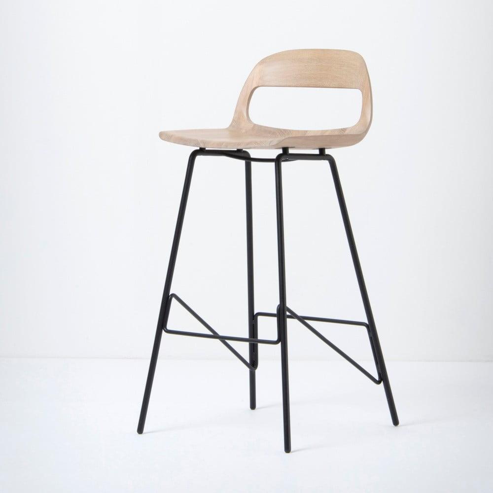 Barová židle se sedákem z masivního dubového dřeva a černými nohami Gazzda Leina, výška 94 cm