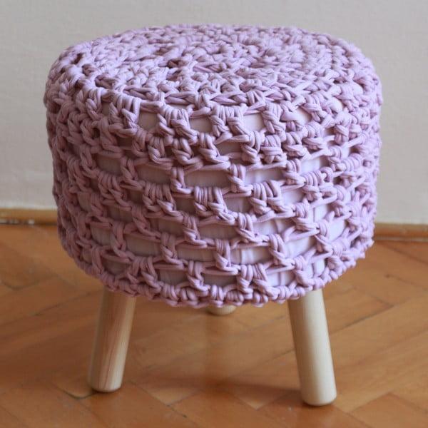 Háčkovaná lila taburetka, světlé nohy