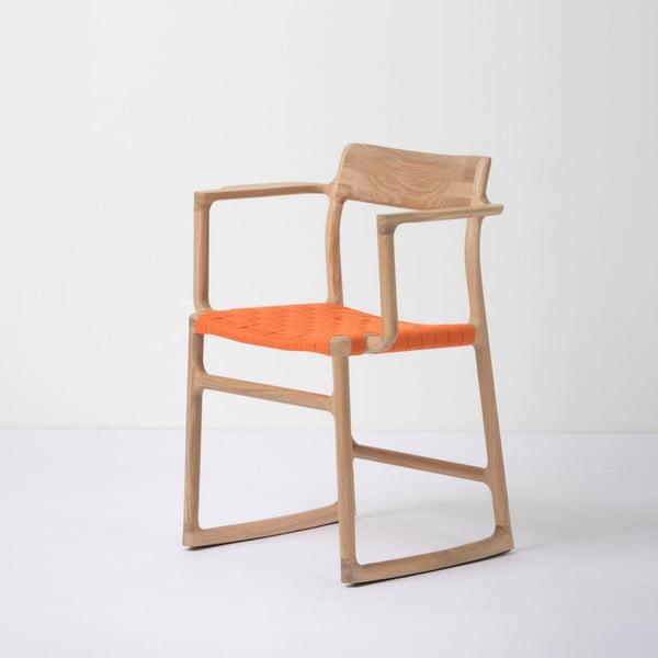 Jídelní židle z masivního dubového dřeva s područkami a oranžovým sedákem Gazzda Fawn