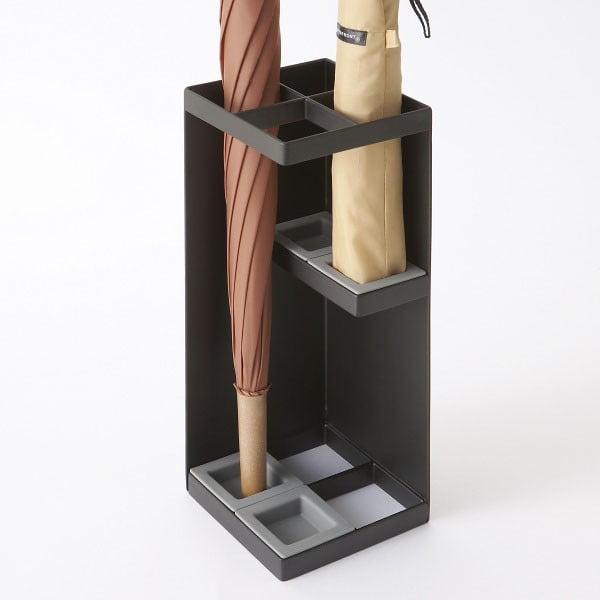 Černý stojan na deštníky Yamazaki Smart