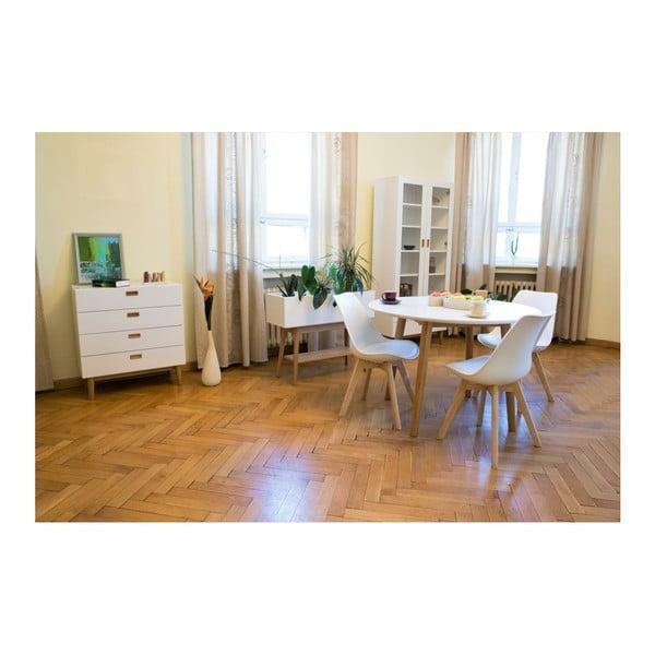 Bílá komoda s detaily z dubového dřeva a 4 zásuvkami Wermo Eelis Lagle