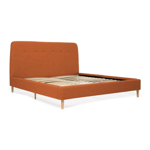 Oranžová dvoulůžková postel s dřevěnými nohami Vivonita Mae Queen Size, 160 x 200 cm